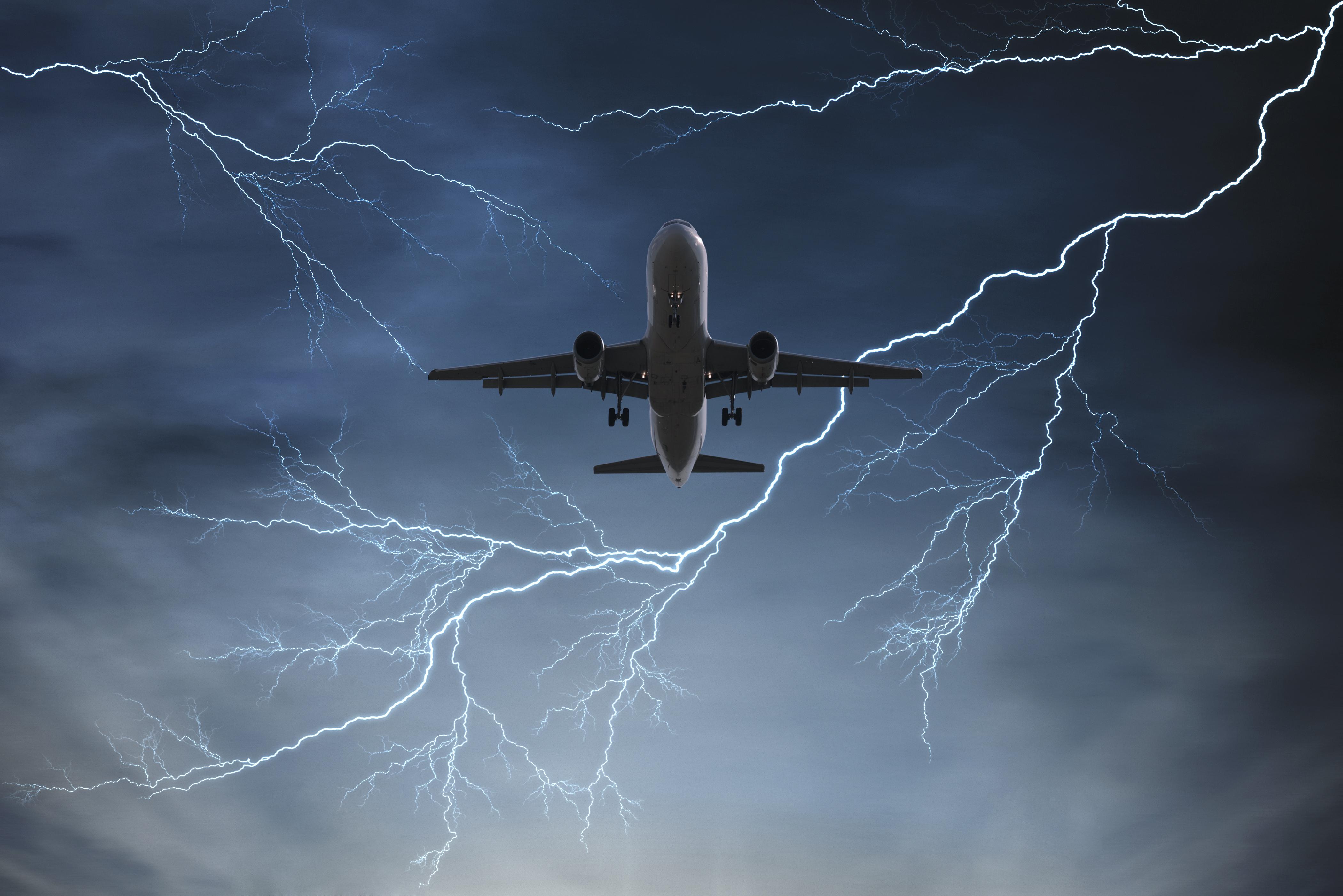 Flygplan med 14 ombord forsvann