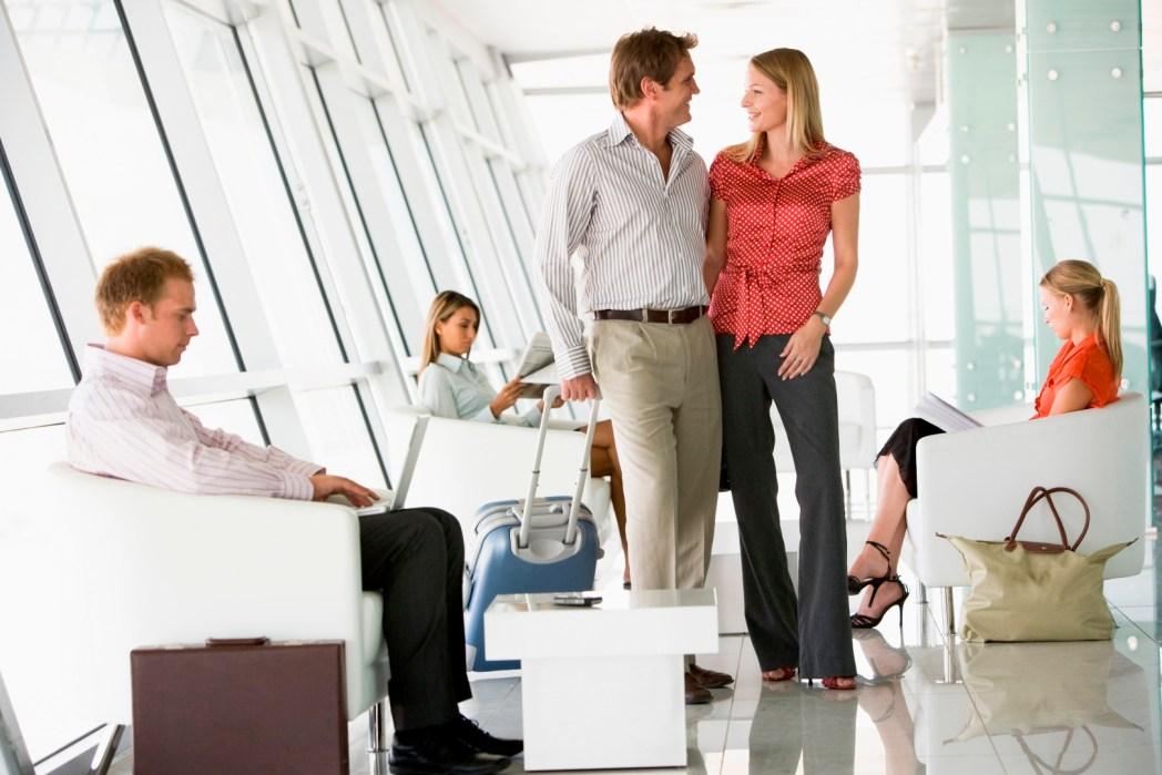 Par på flygplatsen